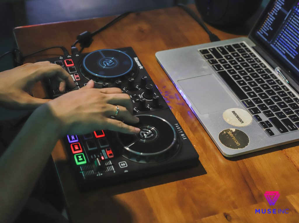 bàn dj numark party mix